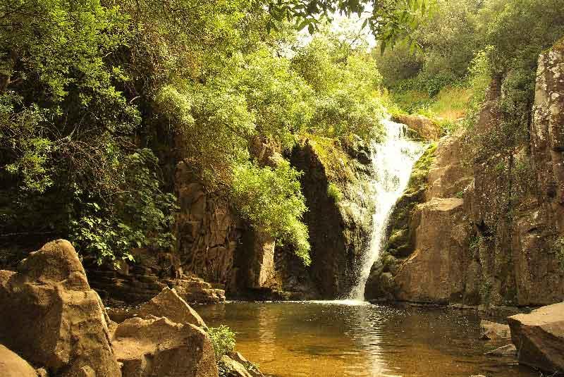 Caminhada às Cascatas do Rio Mourão em Anços